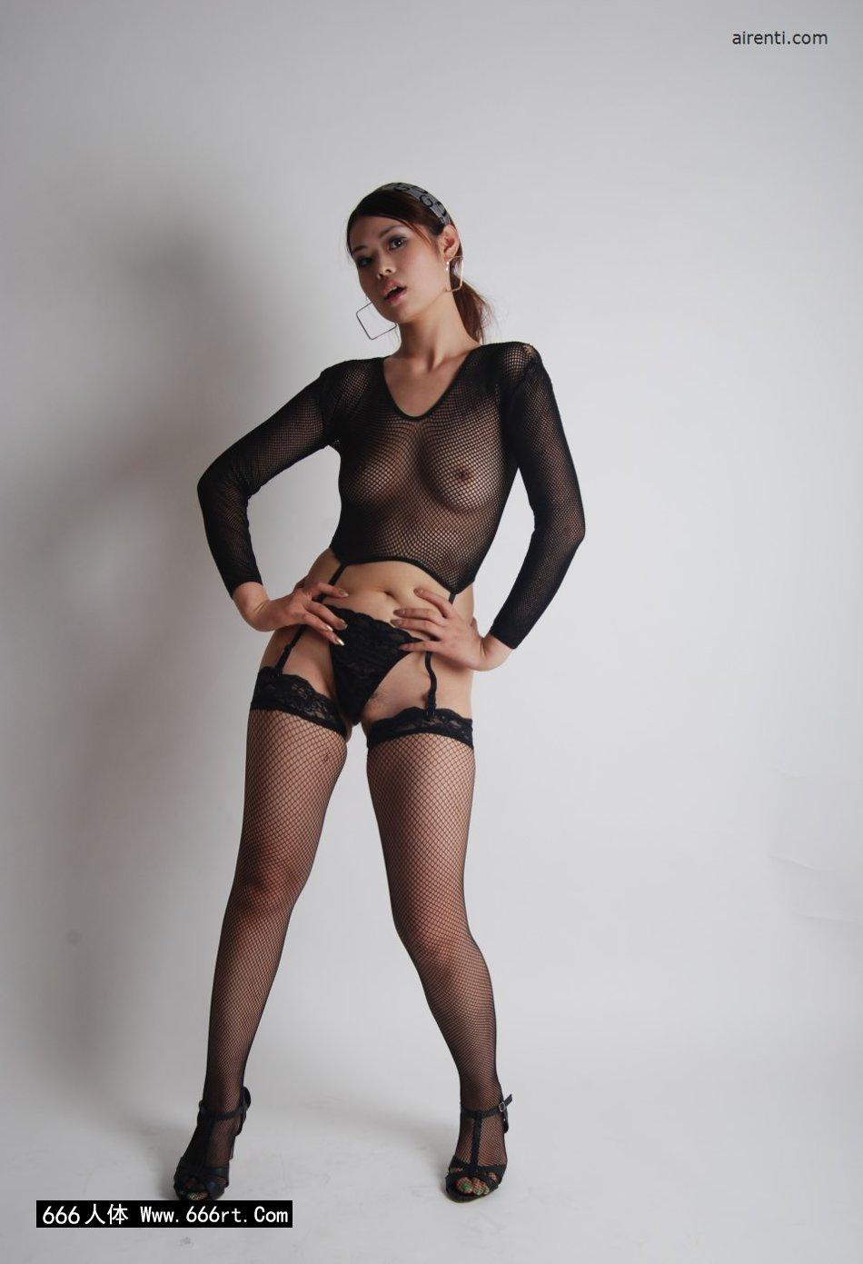 丰腴美妇小倩棚拍妖娆黑丝丝袜