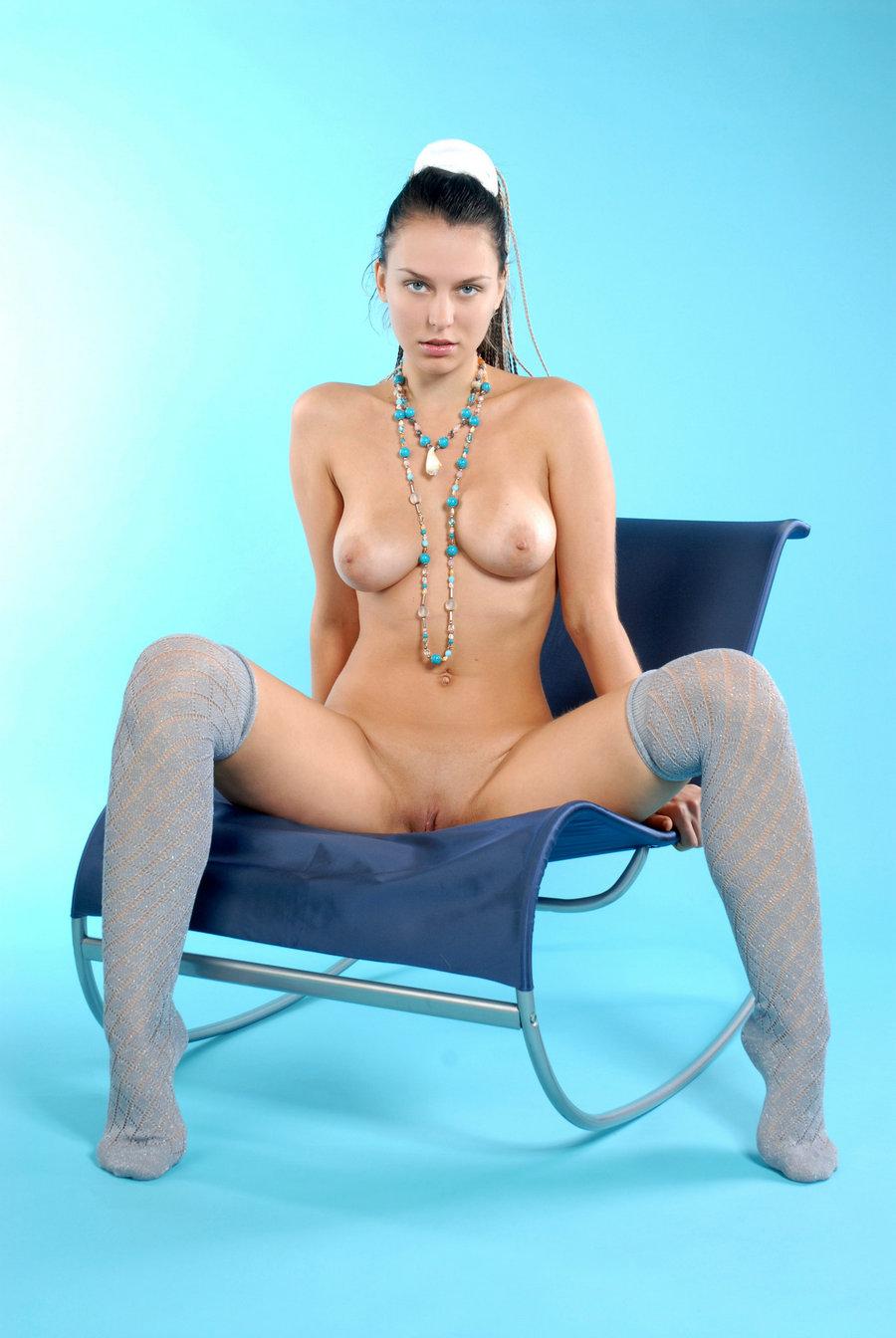 蓝色背景室拍大尺度俄罗斯嫩模Iveagh