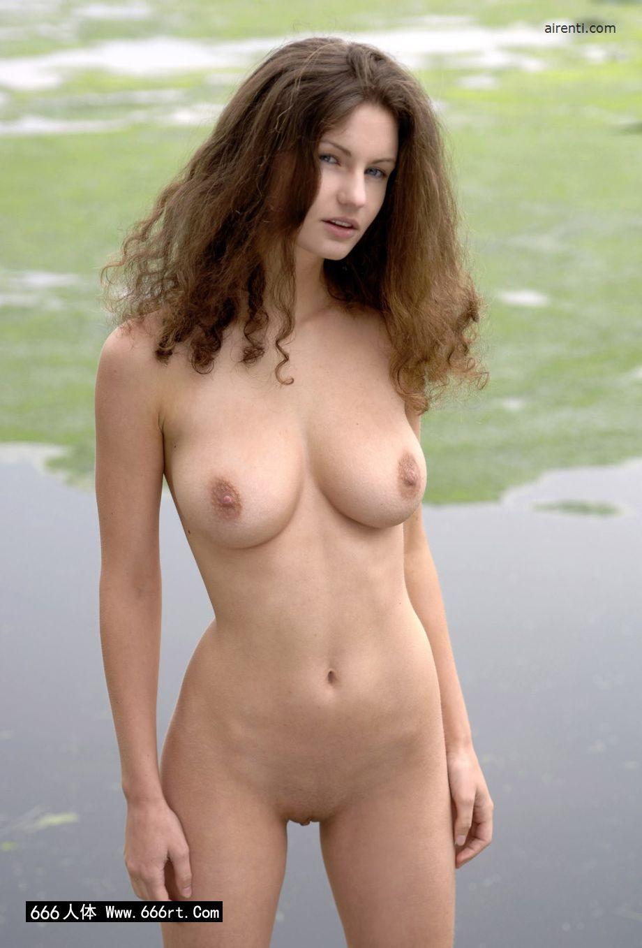 苏紫紫人体艺术_外拍湖边身材超好的嫩模Janice