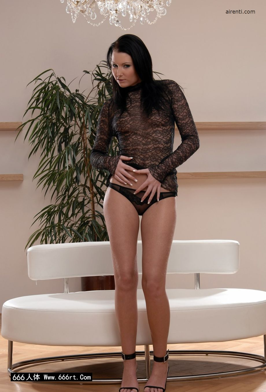 裸模Janet居家室拍透明情趣内裤写照