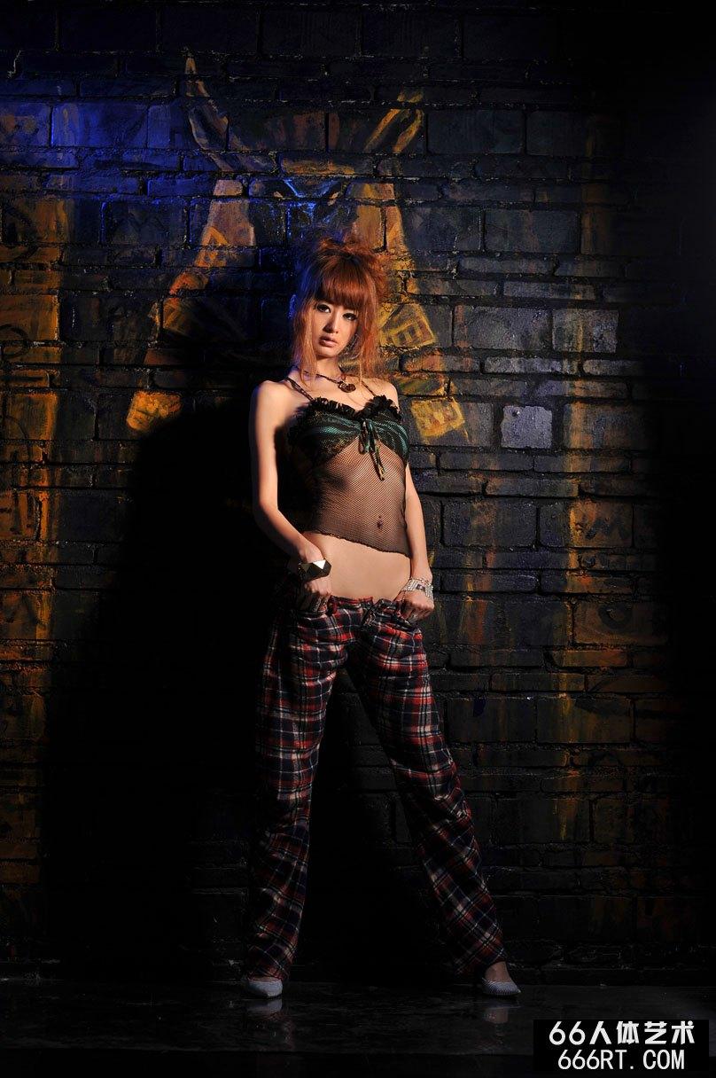 名模yumi09年5月25日棚拍傲人身材