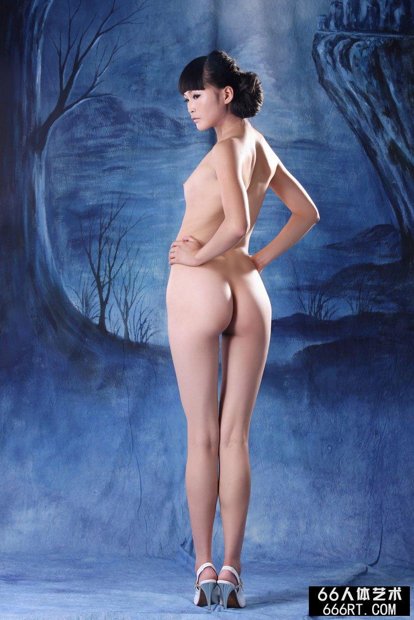 国模冰莲极品自慰人体_裸模仙云09年7月15日蓝色背景室拍