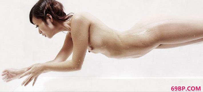 超模慕思室拍湿身人体
