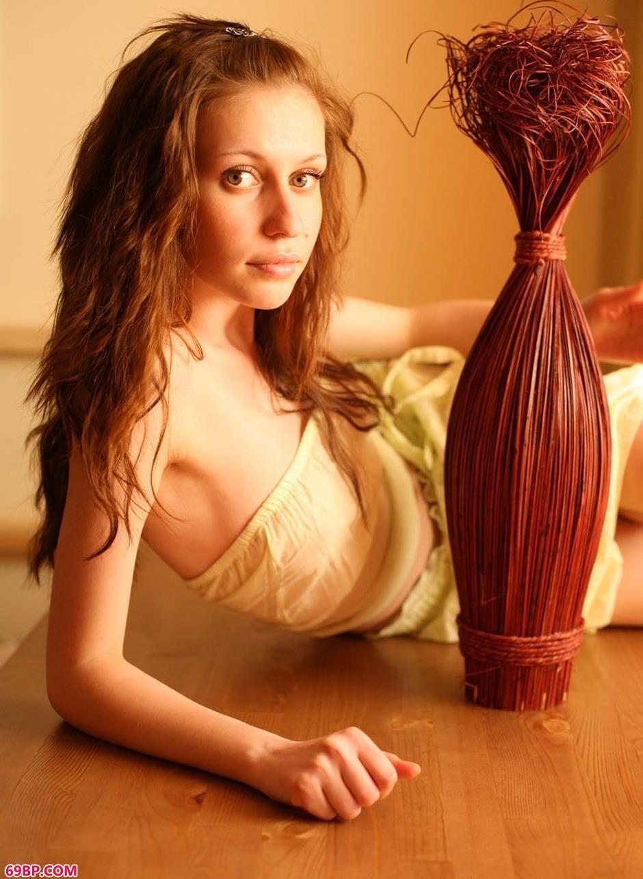 名模米哈伊尔房间内的清纯人体_人体模特艺术gogo