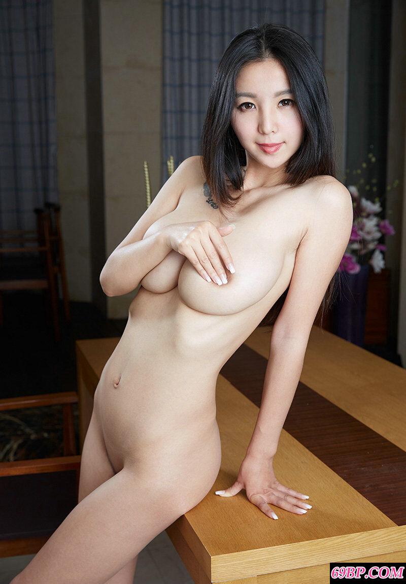 绝品巨胸熟妇居家拍摄女仆装作品