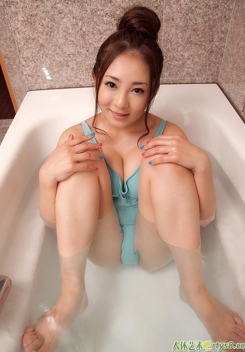 岛国伊人初音みのり浴室写照